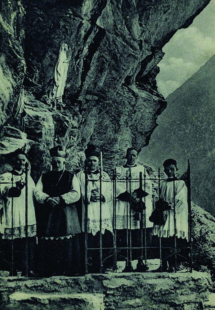 GrottaLourdes-Fraciscio2
