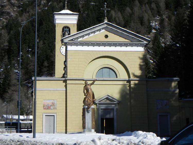 chiesacampo e statua don Guanella